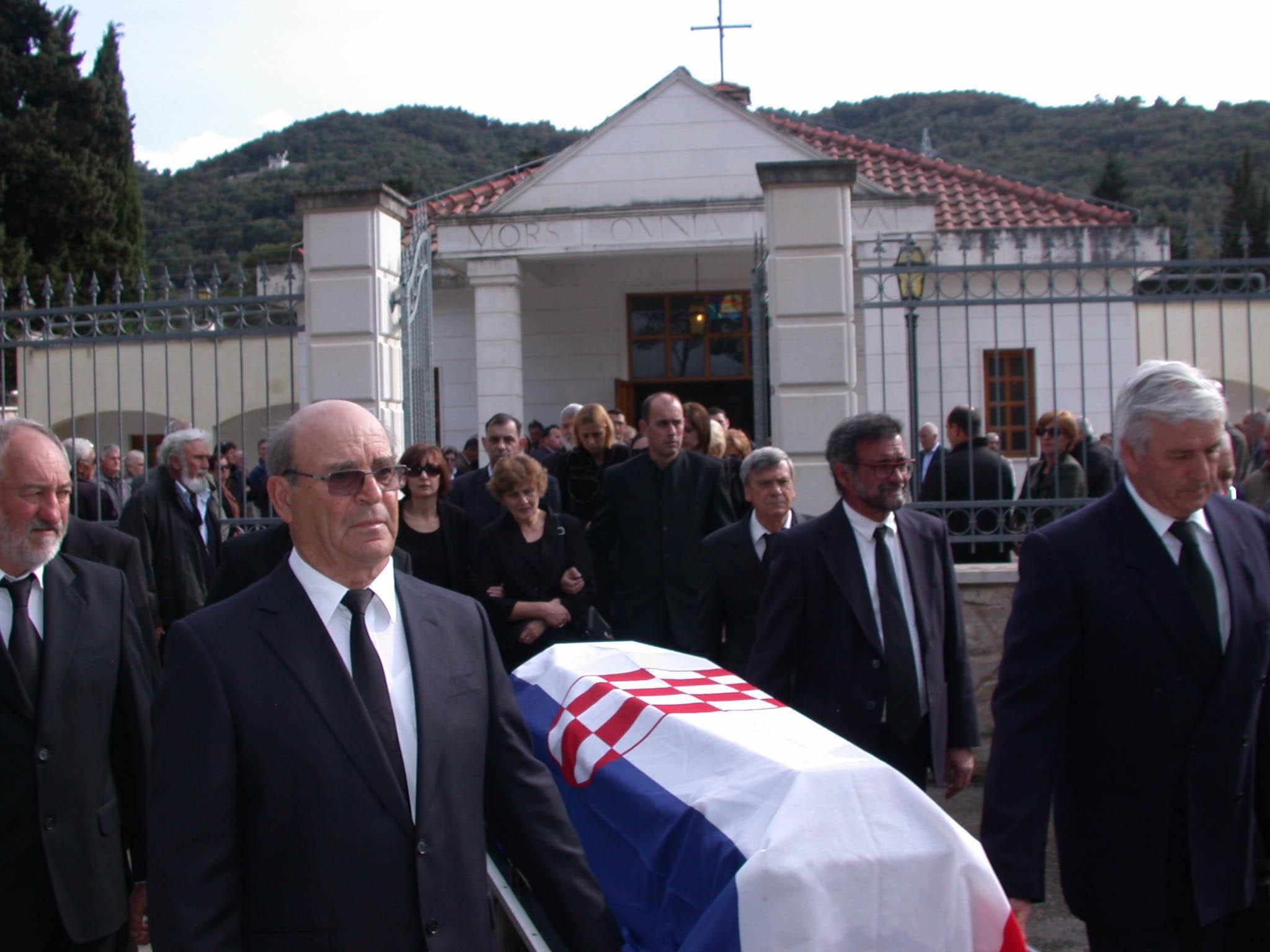 Na Gradskom groblju u Starome Gradu pokopan je Nikola Simunovic